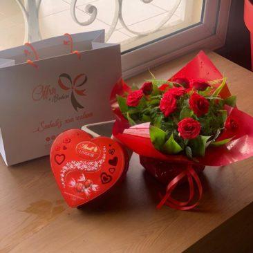 offrir du bonheur bouquet de roses rouge et chocolat lindor