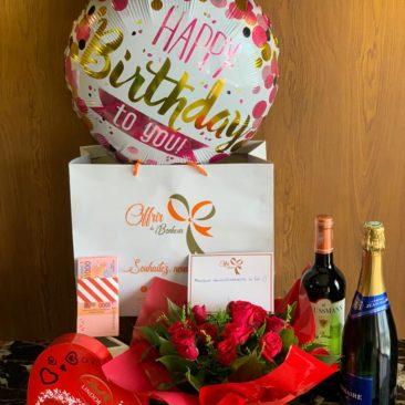 offrir du bonheur bouquet de roses et ballon happy birthday chocolat lindor
