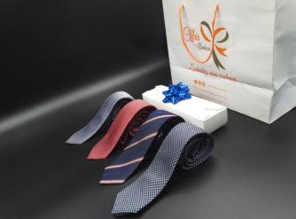Cravate marine à motif zigzag